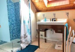 Salle de bain hébergement en location près de La Roche Bernard